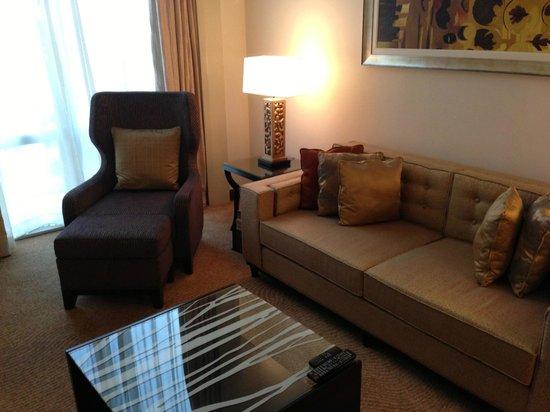 Fairmont Makati: Sofa and Chair in Livingroom