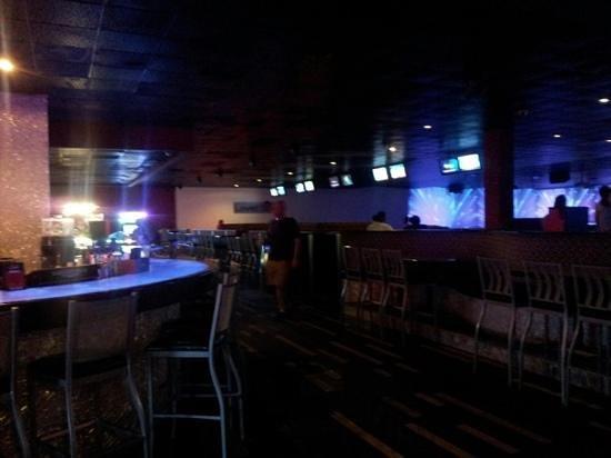 Captains Quarters Resort: bar & gameroom,bowling alley