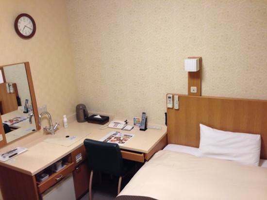 Dormy Inn Toyama: お部屋 テーブルまわり