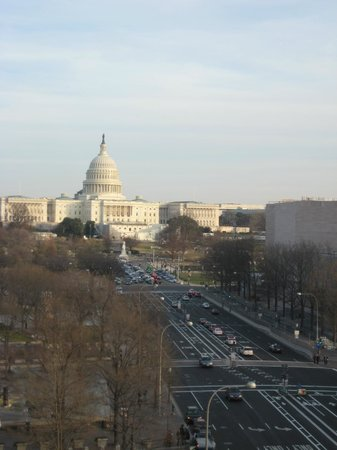 Museum Berita Newseum: Great view of the Capitol from the top of Newseum!