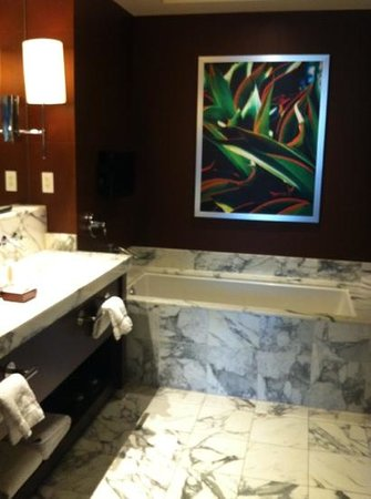 Red Rock Casino Resort & Spa: The nice bathroom