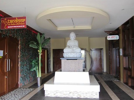 J.H. Yee's Asian Bistro: entrance