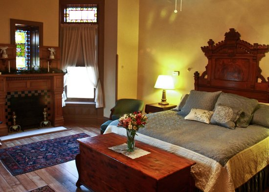 Shakespeare Chateau Bed & Breakfast: The Verona Suite is spacious & comfortable featuring original stained glass and fireplace.