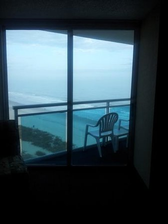 Captains Quarters Resort: balcony angle ocean front