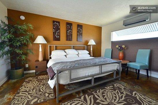 Desert Hot Springs Inn: Guest bedroom