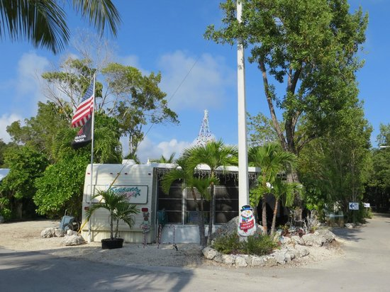 Key Largo Kampground and Marina: Office and general store.