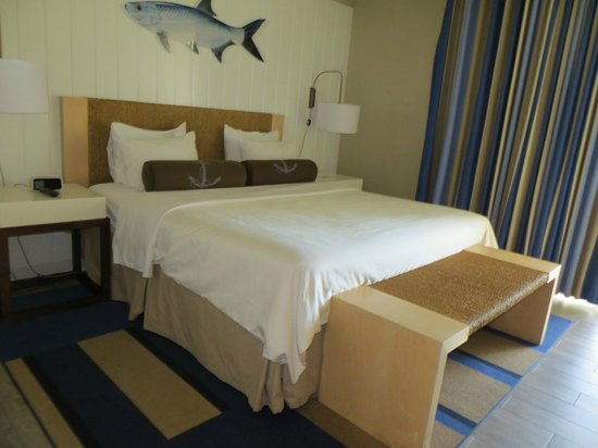 Postcard Inn Beach Resort & Marina: King size room