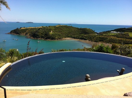 Delamore Lodge: Infinity pool looking out into an amazing view