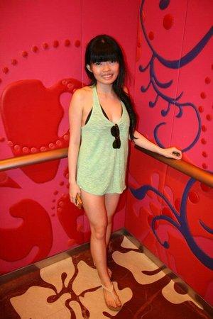 W Singapore Sentosa Cove: Funky lift