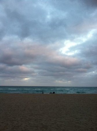 Renaissance Fort Lauderdale-Plantation Hotel: Sunset at Hollywood Beach
