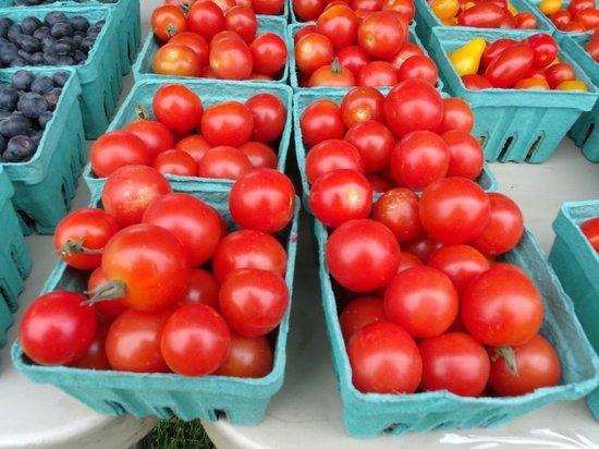 Lincoln City Farmers Market: Local grown produce.