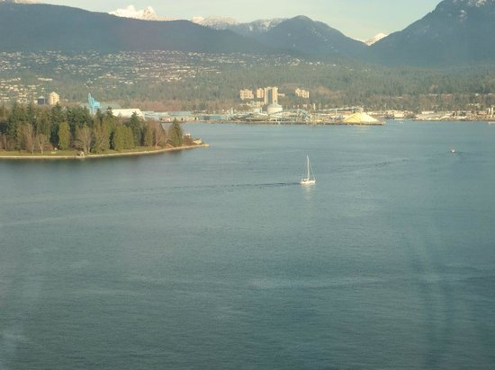Pan Pacific Vancouver: Looking noth to mountains.