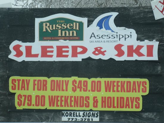 The Russell Inn Hotel & Conference Centre: Signage for Skiing Information