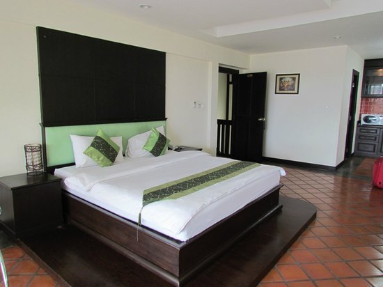The Royal Nakara: Great size bed, great size room