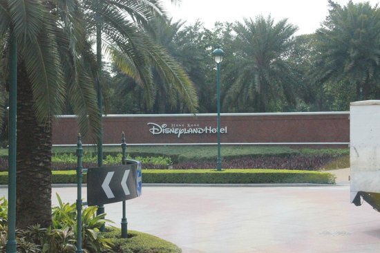 Hong Kong Disneyland Hotel: Hotel outerwall