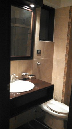 Tierra Viva Cusco Plaza: Bathroom