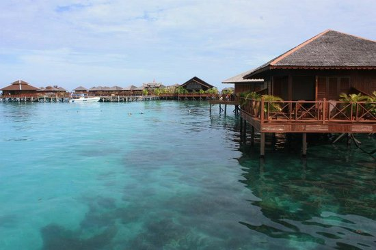 Sipadan Water Village Resort : The water is very clear.