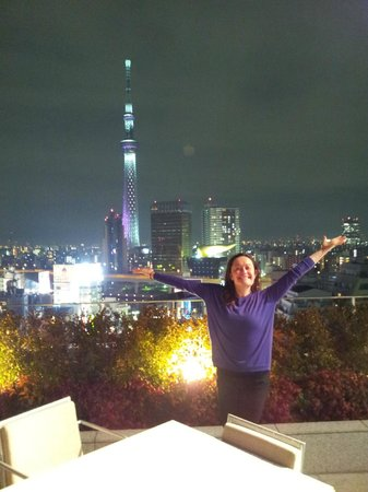 THE GATE HOTEL Asakusa Kaminarimon by HULIC: Night view of Skytree from the Gate Hotel Kaminarimon's rooftop patio