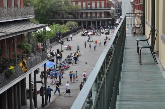 Place d'Armes Hotel: View from our balcony. Overlooking the bustling Jackson Square! I miss this view!