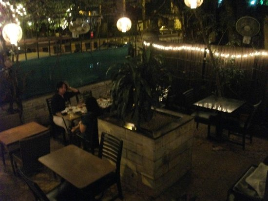 Cafe Moshe's : Outdoor eating