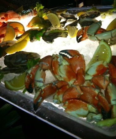 Pelican Grand Beach Resort, A Noble House Resort: Crab Claws Sunday Brunch