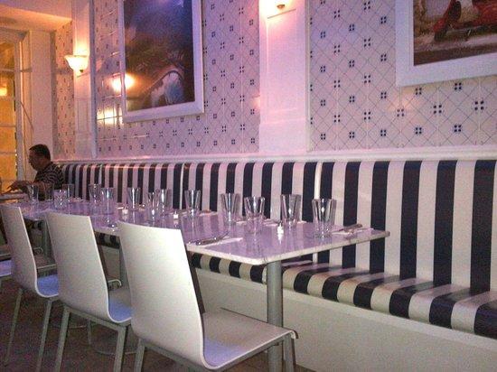Scuola Vecchia Pizza E Vino: Pretty interior