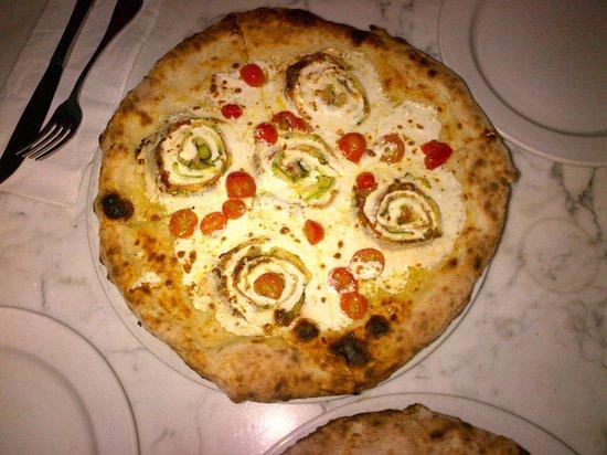 Scuola Vecchia Pizza E Vino: Our white pizza