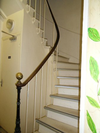 Hotel Bearnais: Spiral stairs leading to guest rooms