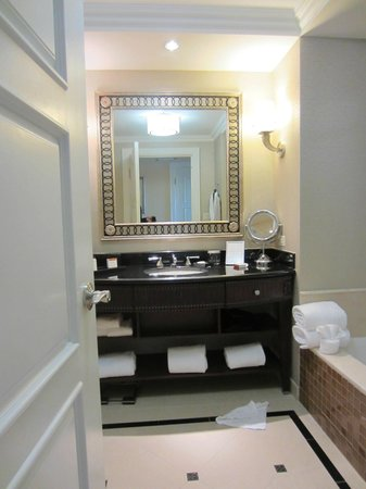 Waldorf Astoria Orlando: bathroom