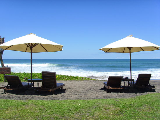 Jonsen Homestay: beach