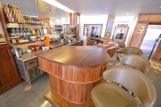 Golden House International: Pub/Lounge