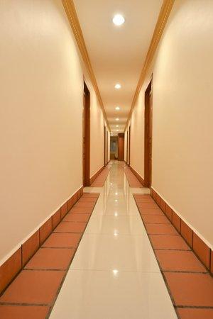 Golden House International: Hotel Interior