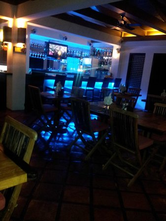 Out of the Blue Resort: Verandah Bar in the night