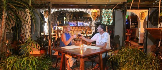 Il Giardino Beachfront Hotel : A romantic Candle Light Dining