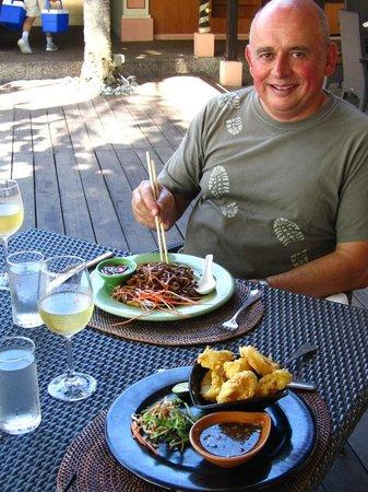 Shangri-La's Rasa Ria Resort & Spa: Lunch at the Asian food street