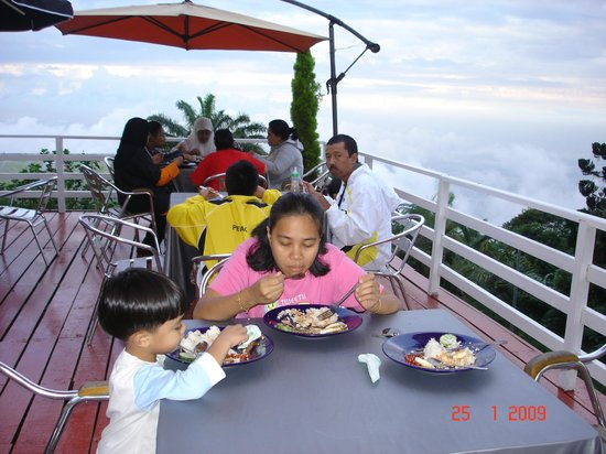 Kamalodge Cafe & Resort:                   dining area, scenic view with cool air