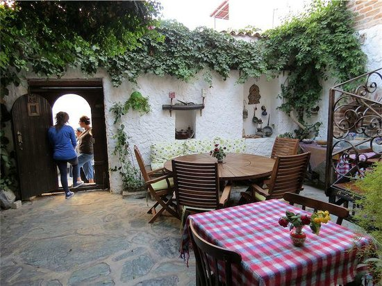 Nazhan Hotel & Cafe: Courtyard