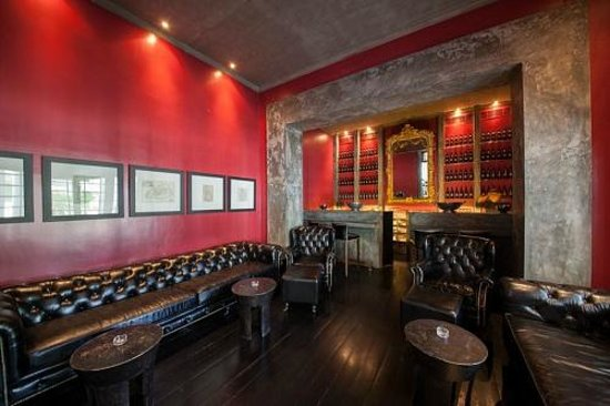 Paradise Road Tintagel Colombo: The Red Bar