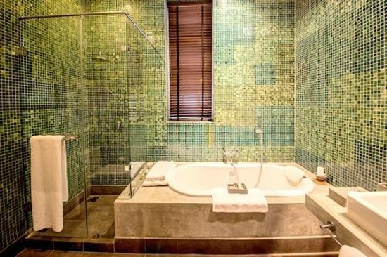 Paradise Road Tintagel Colombo: En-suite Bathroom