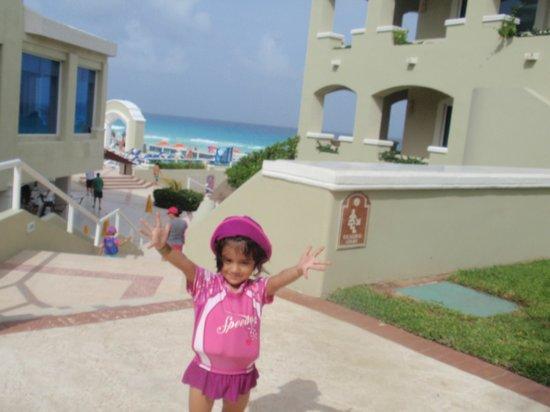 Gran Caribe Resort: en el jardin del hotel mirando a la playa
