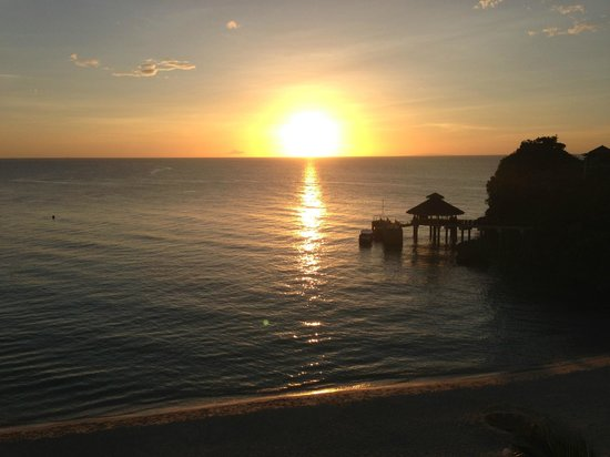 Shangri-La's Boracay Resort & Spa: Sunset from the room balcony