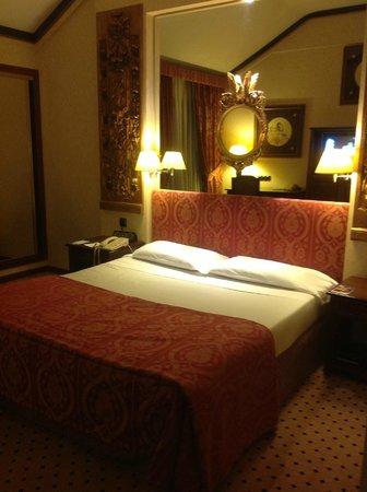 Melia Milano: кровать