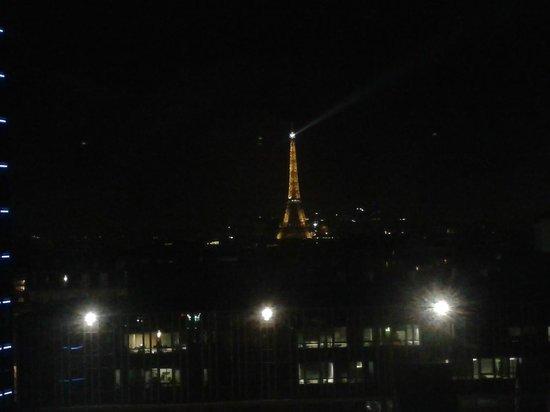 Hotel Arotel: La Torre Eiffel desde la habitacion