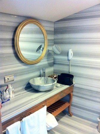 Hotel Sultania:                   marble bathroom