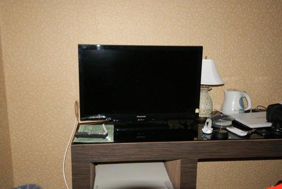 Watana Mansion: 部屋のテレビ