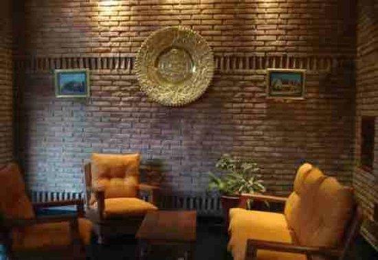 Torre Libertad Departamentos Amoblados: El salon de estar..llama la atencion el calendario Maya