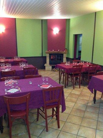 AUBERGE DES SAVEURS : La salle de restaurant