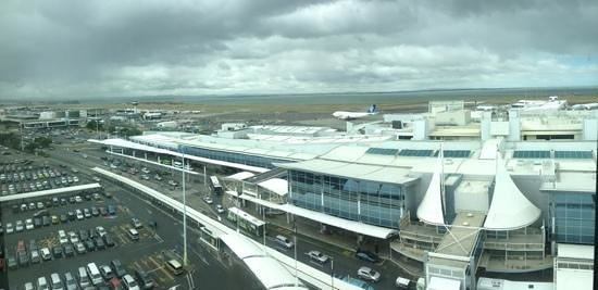 Novotel Auckland Airport: view from 9th floor window in hallway
