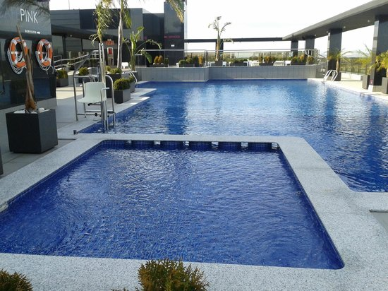 Hotel Dña Monse: Piscinas y zona chill-out