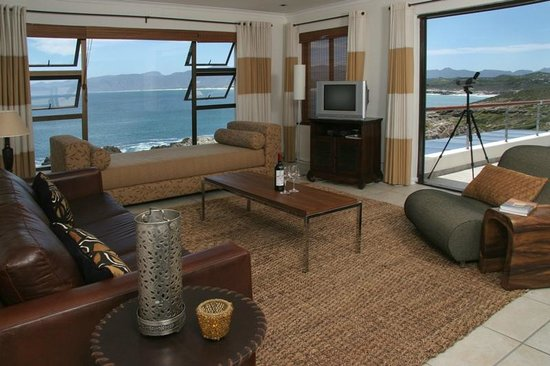 Cliff Lodge: Ocean Suite lounge area